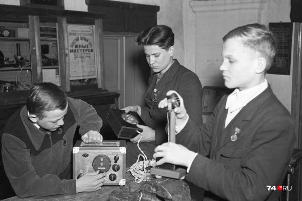 Вернемся в 1955 год. На фото — ученики станции юных техников в Кыштыме