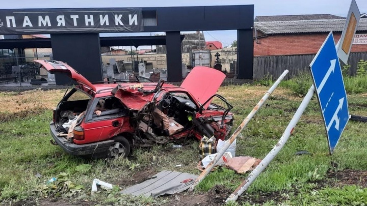 Разбились у салона ритуальных услуг: под Тюменью пьяный водитель погубил двух человек