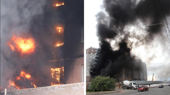 На стройке жилого дома в микрорайоне Мясокомбината случился пожар
