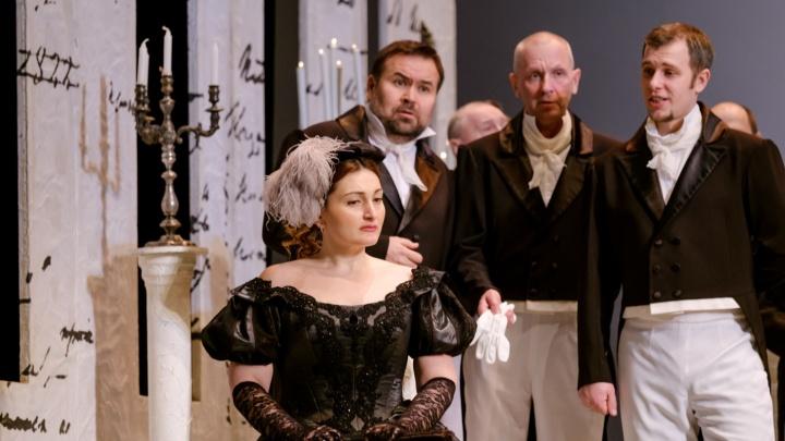 В Пермском театре оперы и балета из-за прорыва трубы пострадали костюмы к «Евгению Онегину»