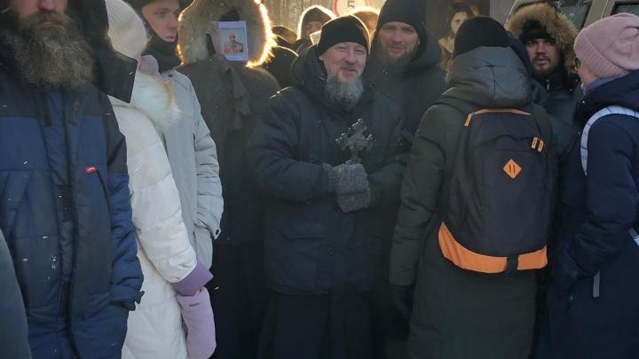 «Почему никто не атакует ОМОН?»: сторонница отца Сергия призывала нападать на силовиков