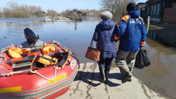На Урале затопило мосты, дороги и приусадебные участки