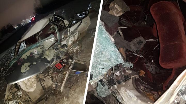 В Дзержинском районе «Тойота» врезалась в КАМАЗ— пострадали два пассажира