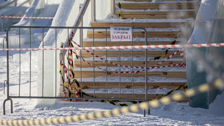 Из-за оттепели в Челябинске разобрали горки в ледовом городке и закрыли каток