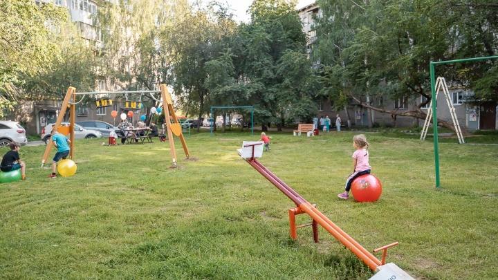 Армия «Сима-ленда» взялась за дворы: екатеринбуржцы позвали сотрудников на Вторчермет