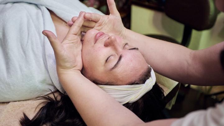 «На коже взорвался миллион пузырьков»: как блогер и мама двоих детей попробовала новый массаж для лица