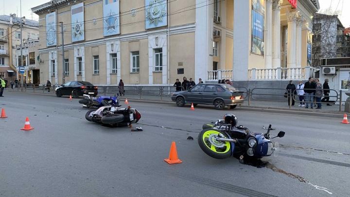 В центре Кургана произошло ДТП с тремя мотоциклами