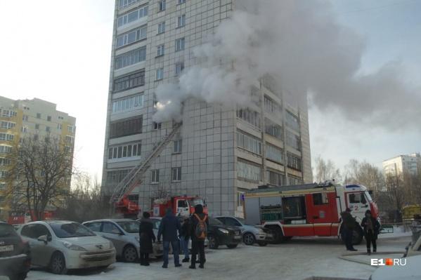 Пожар начался на четвертом этаже