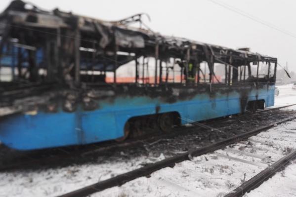 Трамвай выгорел полностью