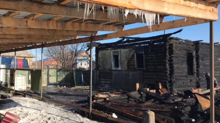 Погибли женщина и двое детей: в Пермском крае возбудили уголовное дело из-за пожара в частном доме