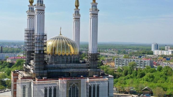 На скандальную мечеть «Ар-Рахим» навесили баннеры, в ДУМ Башкирии объяснили почему