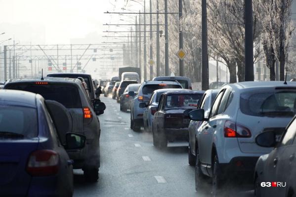 С помощью дополнительных полос рассчитывают сократить пробки на дороге