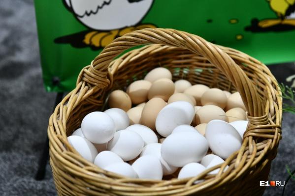 Рекорд по стоимости яйца поставили весной 2021 года, тогда десяток продавали в магазинах за 79 рублей