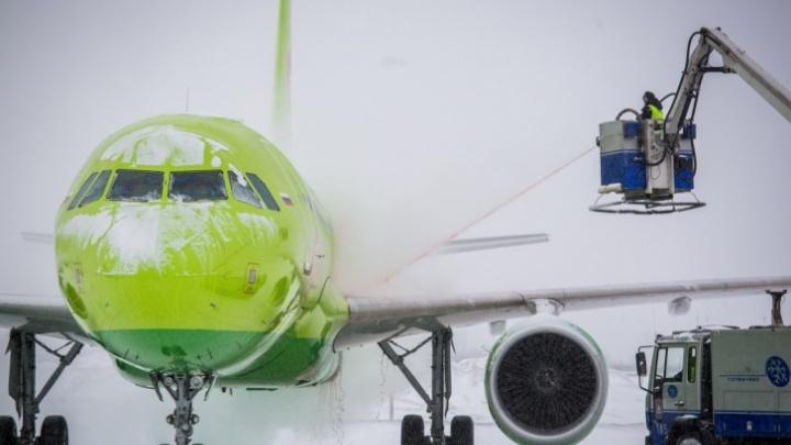 Самолет из Краснодара в Новосибирск задерживается на десять с половиной часов