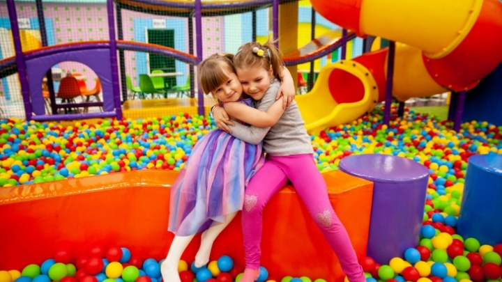 Здесь обещают ядерные эмоции: тюменский игровой центр зовет отметить незабываемый день рождения