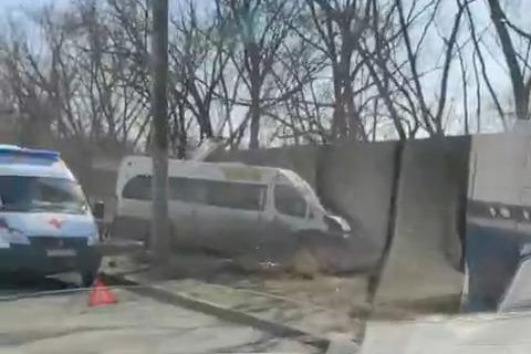 Маршрутка с пассажирами попала в ДТП в Челябинске. Среди раненых — подросток с переломом позвоночника