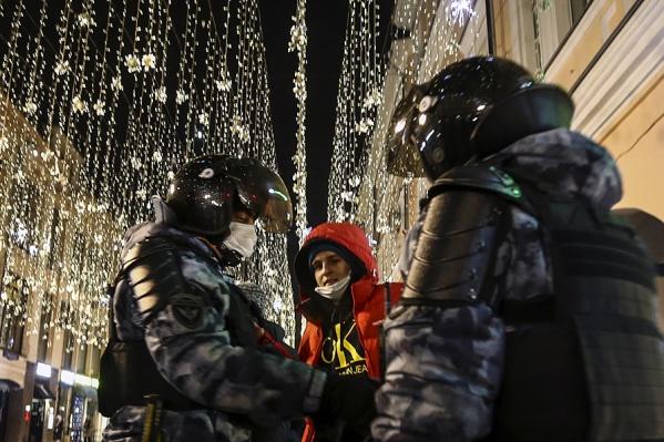 """По актуальным данным, в Москве задержали&nbsp;<nobr class=""""_"""">1145</nobr> человек"""