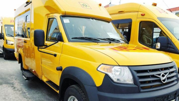 Для омских школьников купили автобус на базе грузовика. Он будет возить детей по бездорожью