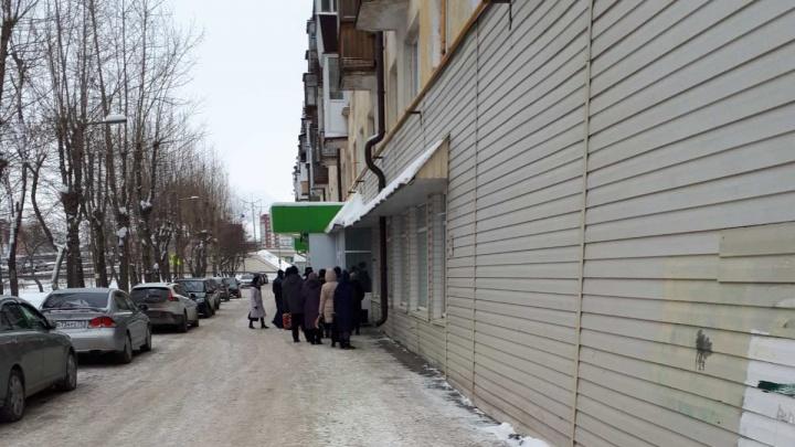 Тюменцев не пускали в ТРИЦ, заставляя ждать очереди на улице в мороз. Говорят, так безопаснее