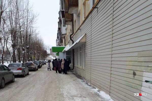 Сотрудники ТРИЦа не пускали людей в теплое здание