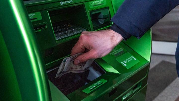 Внес тысячу, зачислилось пять: в Омске банкомат сбоил от мятых купюр