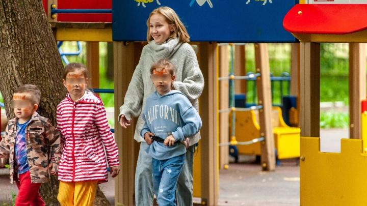 Уходят за минуту: «ЛизаАлерт» провел социальный эксперимент, насколько легко незнакомцу увести детей из парка