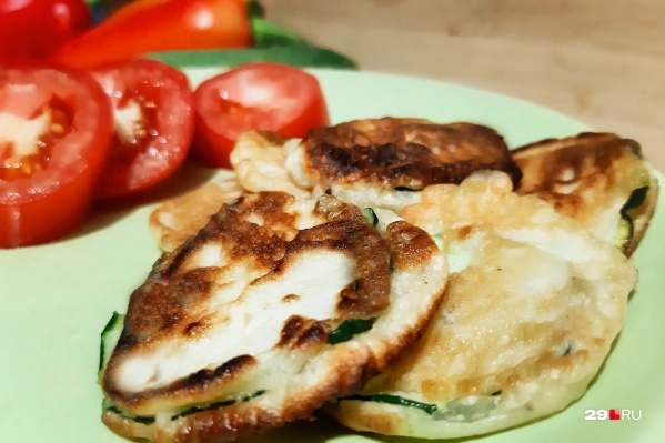 Чесночные оладушки с кабачками очень просто приготовить
