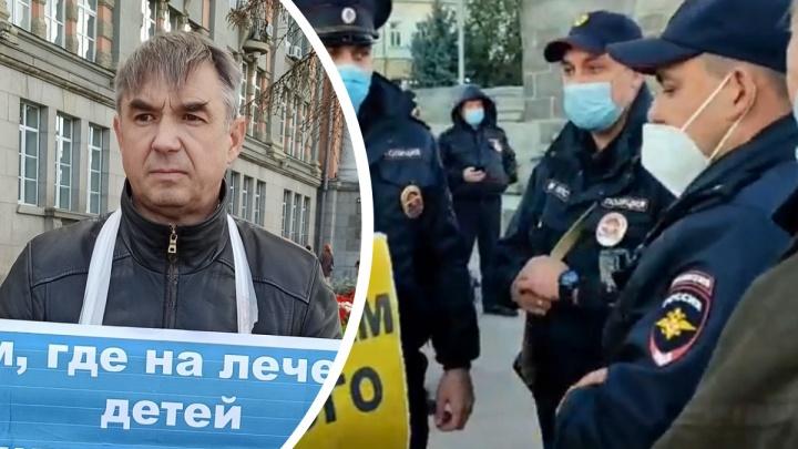 В центре Екатеринбурга задержали двух мужчин, стоявших в одиночном пикете