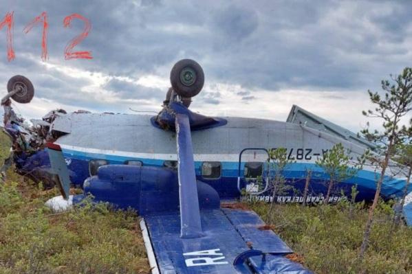 При посадке самолет перевернулся