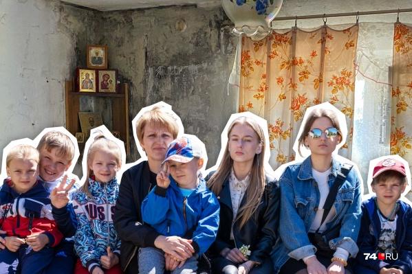 Чтобы не рисковать здоровьем детей, Оксана снимает квартиру за 15 тысяч рублей в месяц