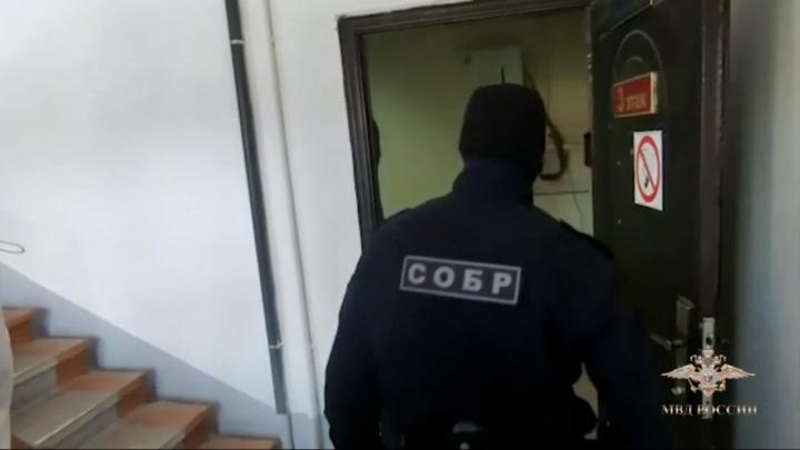 В Уфе накрыли две группировки, которые незаконно зарегистрировали 5,5 тысячи мигрантов