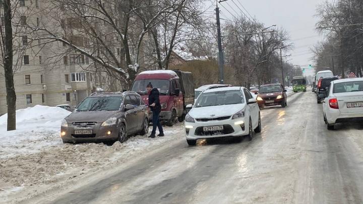 «Следствие откровенного провала»: ни мэр, ни губернатор не смогли справиться с уборкой дорог