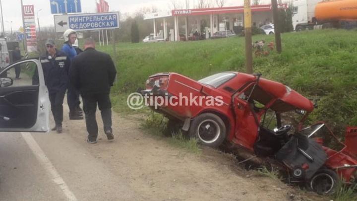 На Кубани рейсовый автобус столкнулся с легковушкой, два человека погибли