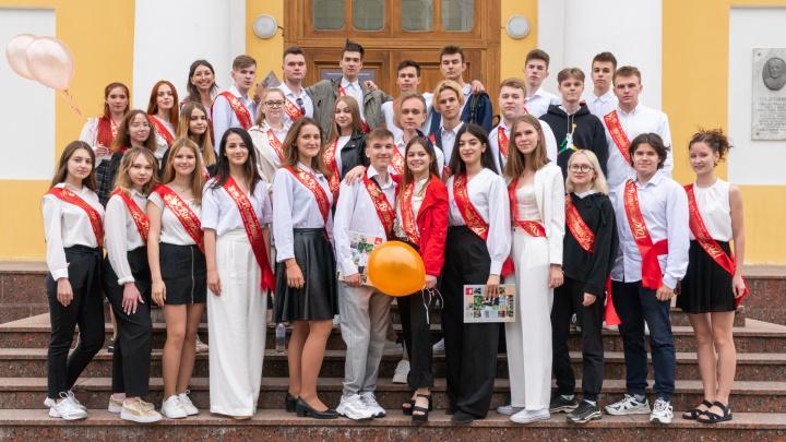 Школа, прощай. Как пермские выпускники отметили последний звонок. Фоторепортаж с улиц города