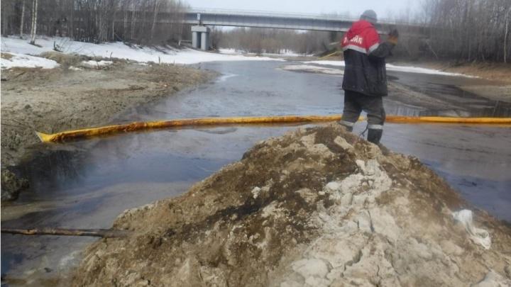 «Лукойл» пытался скрыть разлив нефти, попавшей в реку в Нижневартовском районе. Возбуждено дело