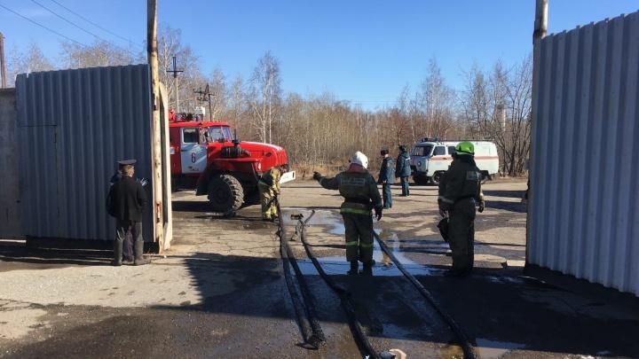 На Доковской горящий КАМАЗ и цистерны потушили за2часа