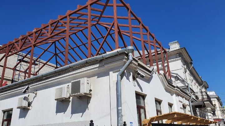 Владелец не любит светиться: как к историческому дому в центре Ярославля приделывают ресторан