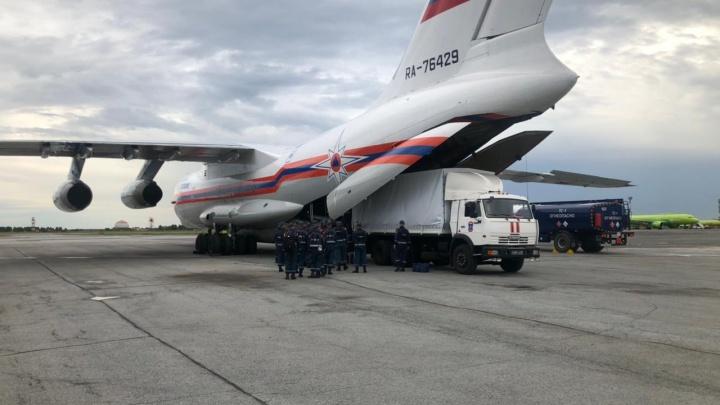 Из Новосибирска на самолете отправили спасателей в Амурскую область. Рассказываем, зачем понадобилась их помощь