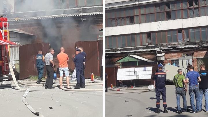 «Взрыв был такой, что окна в зданиях повылетали»: в горящем цеху на Плотинной погиб рабочий