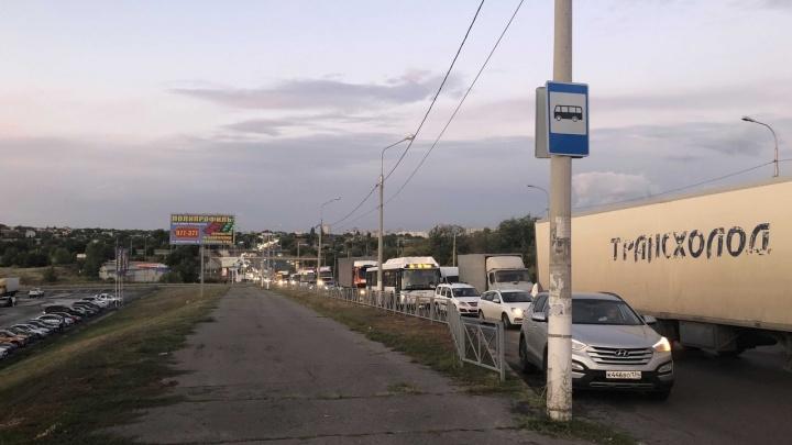 Красиво, да? Вечером пятницы из-за многочисленных ДТП Волгоград сковали километровые пробки