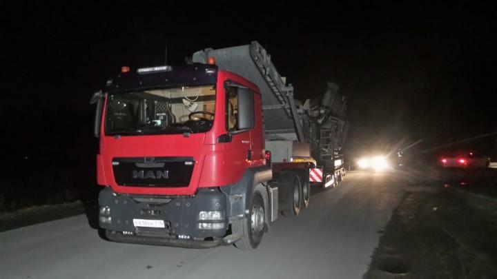 Водитель грузовика, снесшего мост на ЕКАД, заявил, что даже не заметил этого