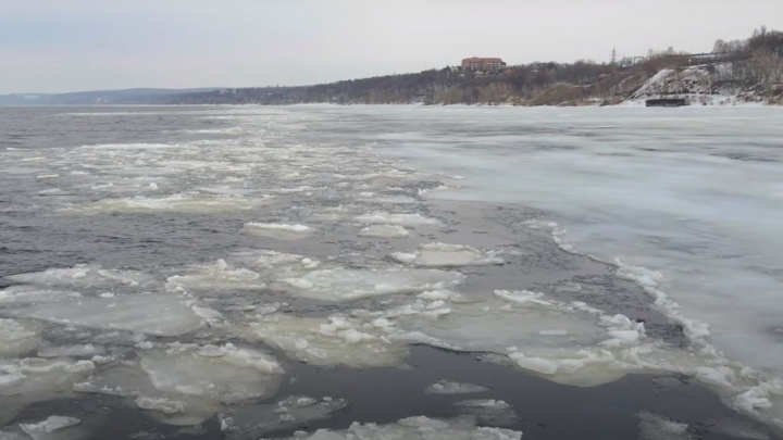 Видео с высоты: на Волге вскрылся лед