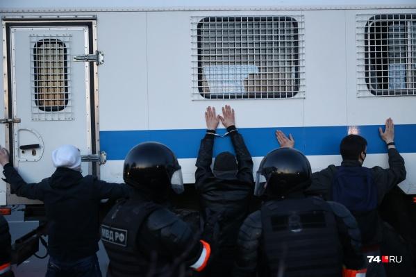 В полиции до сих пор не комментируют число участников акции и задержанных