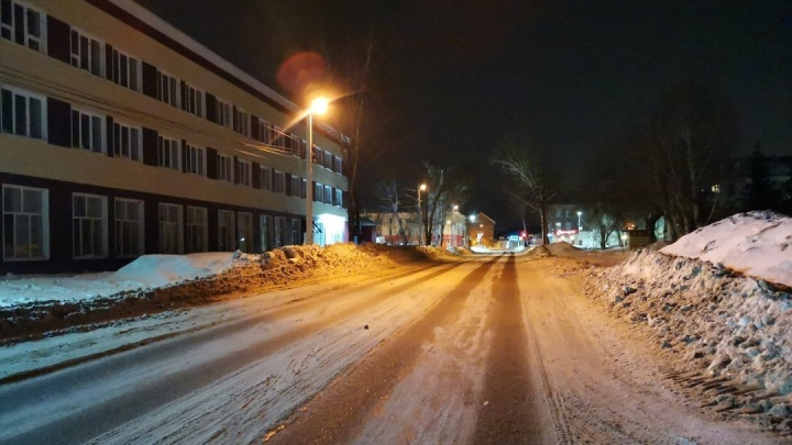 В Башкирии мужчина возле кафе устроил стрельбу