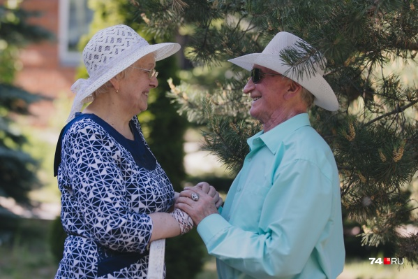 Они оба овдовели и страдали от одиночества, но встреча в доме престарелых перевернула их жизни