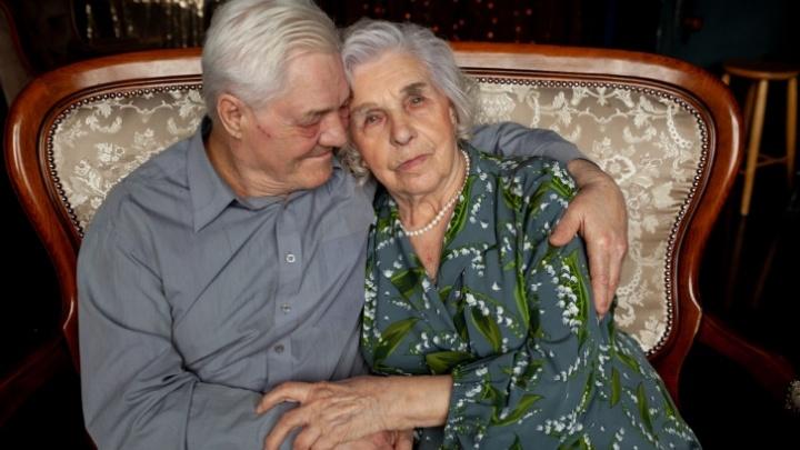 Любви все возрасты покорны? Нежная свадебная фотосессия 91-летней тюменки и ее 70-летнего супруга