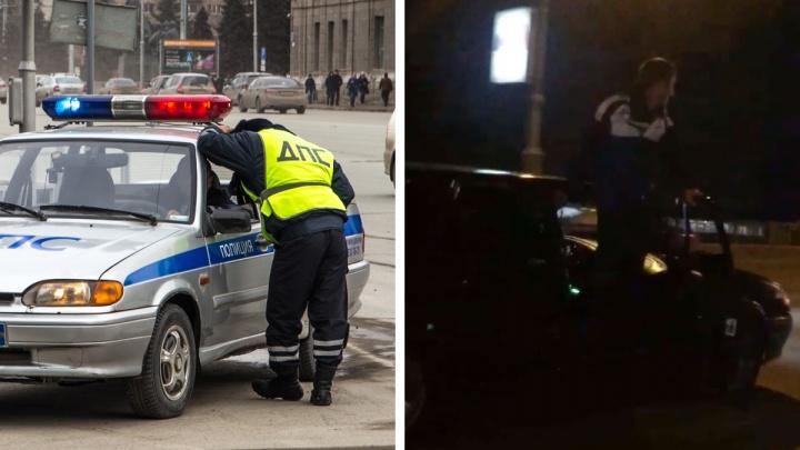 Новосибирец открыл дверь авто и во время движения станцевал на его краю — опасная шутка попала на видео