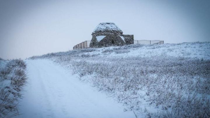 Прокуратура обнаружила в Башкирии два заросших травой мавзолея