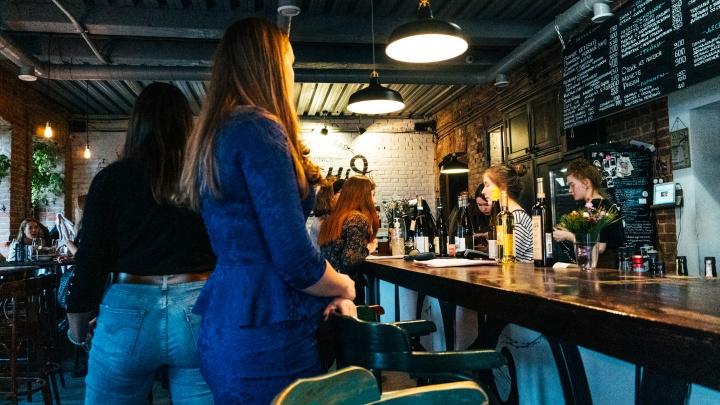 «Аквадискотека» до утра: как омские бары и рестораны готовятся к возобновлению работы после полуночи