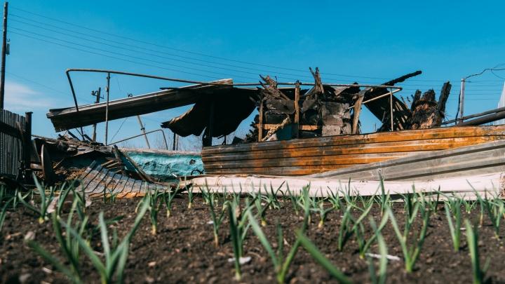 Погорельцы из Любинского района: «Неужели средства на строительство дают только там, где был Бурков?»
